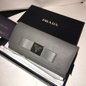 NEW PRADA Saffiano Lther FIOCCO Wallet Gray 1MH132